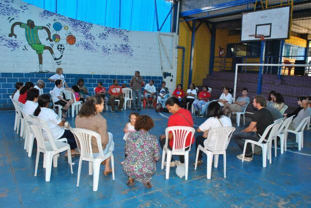 Comunidade do Heliópolis debate o assunto. A UNAS -- União de Núcleos, Associações dos Moradores de Heliópolis e Região realizou encontro e debateu a questão . Crétido da FOTO GIL UNAS