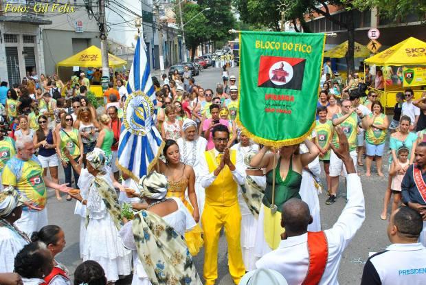 O domingo foi animado pelos foliões do Bloco do Fico