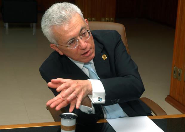 Brasília - O ministro da Secretaria de Assuntos Estratégicos, Mangabeira Unger, concede entrevista à Agência Brasil Foto: Valter Campanato/ABr