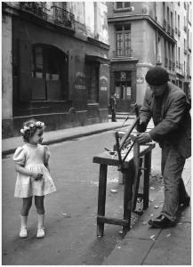 robert-doisneau-le-menuisier-de-la-rue-saint-louis-en-lisle-paris-1947