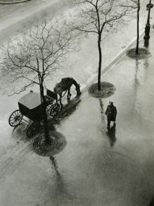 Roger-Parry_-Boulevard-Poissonijre_-1943Robert Doisneau, Concierge rue Jacob, 1945