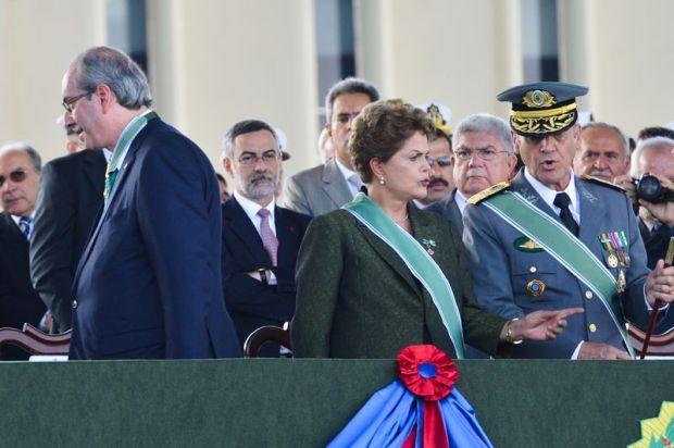 Foto Antonio Cruz - Agencia Brasil- Dilma e Cunha nas comemorações do dia do Exército - 19 de abril