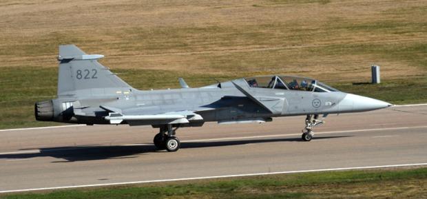 O Brasil escolheu o Gripen para reequipar a Força Aérea Brasileira (FAB) no fim de 2013 e, em 2014, assinou o contrato comercial. A Força Aérea Brasileira receberá 36 aviões de caça Gripen NG da empresa sueca Saab. A primeira aeronave deverá ser entregue em 2019 e, a última, em 2024.
