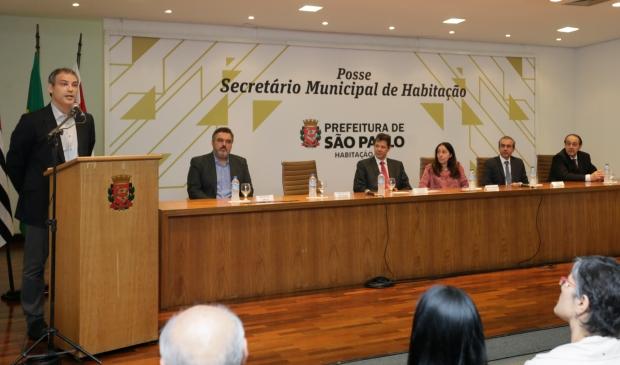 São Paulo 2015-12-02 Solenidade de Posse do Secretário Municipal de Habitação •FERNANDO HADDAD, Prefeito de São Paulo; • NÁDIA CAMPEÃO, Vice-Prefeita de São Paulo; • JOÃO SETTE WHITAKER, Secretário Municipal de Habitação que toma posse; • JOSÉ FLORIANO, Secretário Municipal de Habitação que deixa o cargo; • GERALDO JUNCAL, Presidente da COHAB-SP que assume o cargo; • JOÃO ABUKATER NETO, Presidente da COHAB-SP que deixa o cargo. Foto Cesar Ogata / SECOM