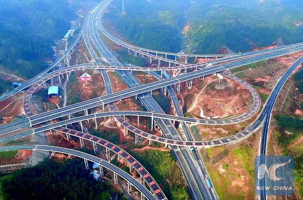 A esplêndida vista #highways ligação de regiões montanhosas Wuling - China. Fot: Xinhua News Agency