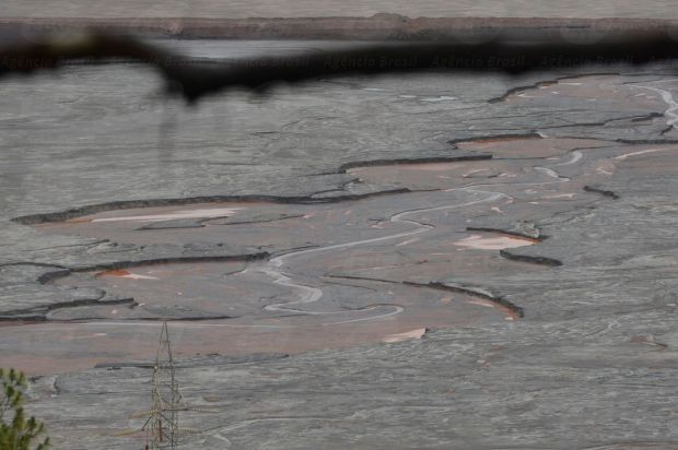 Mariana (MG) - Barragens de Santarém e Fundão que romperam na quinta feira (5), trazendo destruição à zona rural de Mariana, em Minas Gerais. (Antonio Cruz/Agência Brasil)