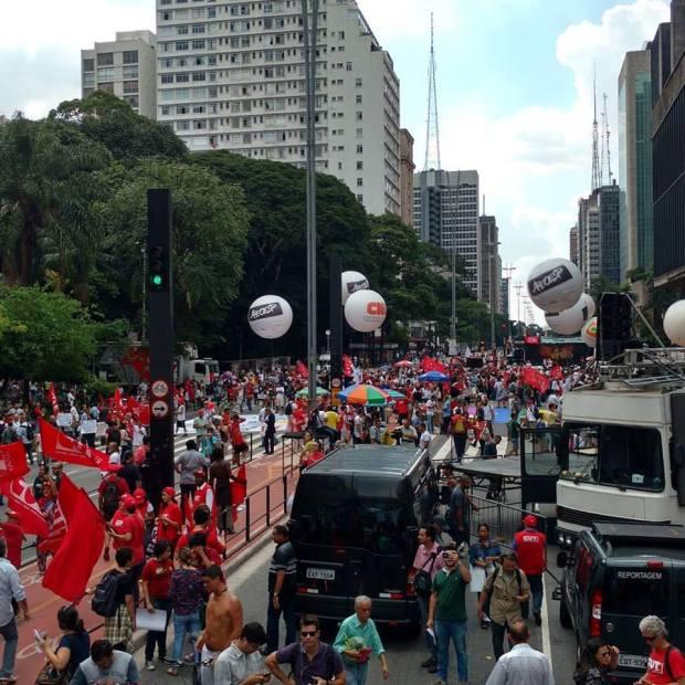 Foto Conceição Oliveira - facebook - #vemprademocracia falta uma hora marcada para concentração e olha como está a Paulista