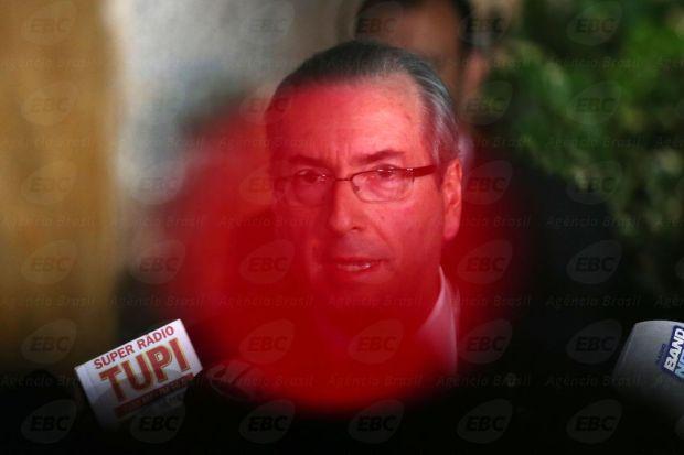 Brasília - O deputado afastado Eduardo Cunha fala à imprensa sobre a decisão do Supremo Tribunal Federal de manter seu afastamento da Câmara (Fabio Rodrigues Pozzebom/Agência Brasil)