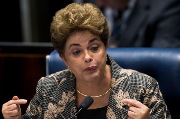 Brasília - A presidenta afastada, Dilma Rousseff, faz sua defesa durante sessão de julgamento do impeachment no Senado (Marcelo Camargo/Agência Brasil)