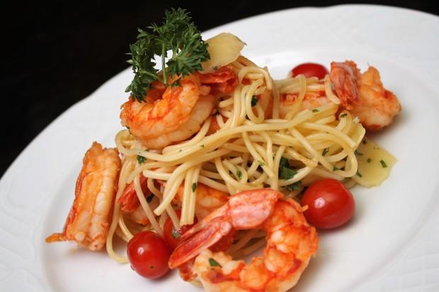 Spaghetti com Camarao e Parmesao (Foto Eduardo Bacani)